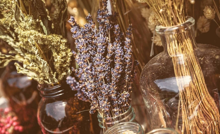 Decorate with dried flowers